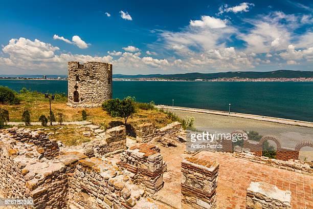 ruins of medieval fortification walls, nesebar, black sea, bulgaria - bulgarije stockfoto's en -beelden