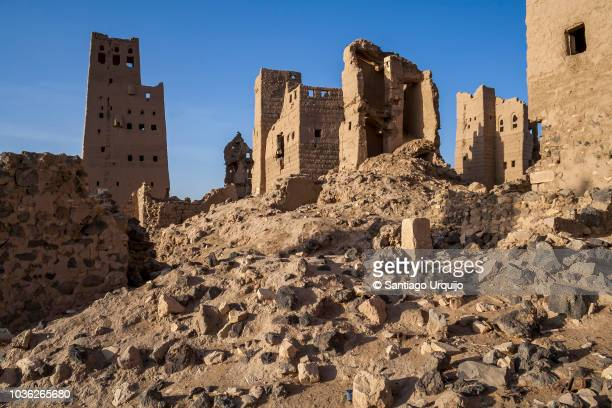 ruins of old ma'rib - yemen stock pictures, royalty-free photos & images