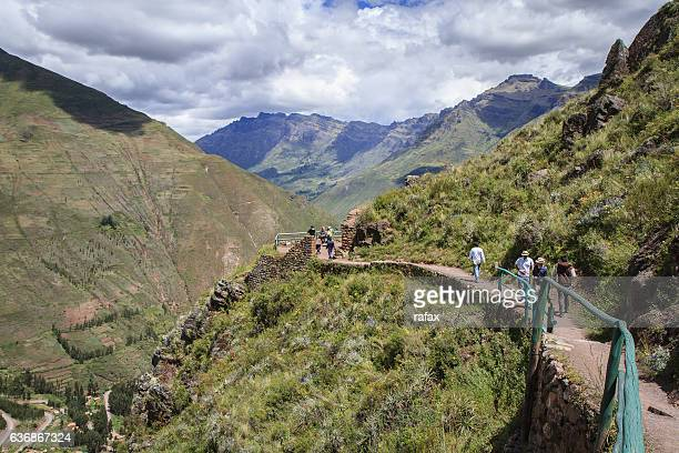 ruins of pisac, inca city in inca sacred vallley - bezirk cuzco stock-fotos und bilder