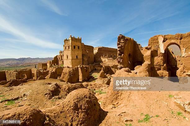 ruins of telouet casbah in the haut atlas mountains - telouet kasbah photos et images de collection