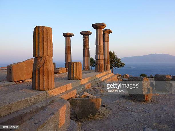 ruins of temple of athena in assos  (the i - frans sellies stockfoto's en -beelden