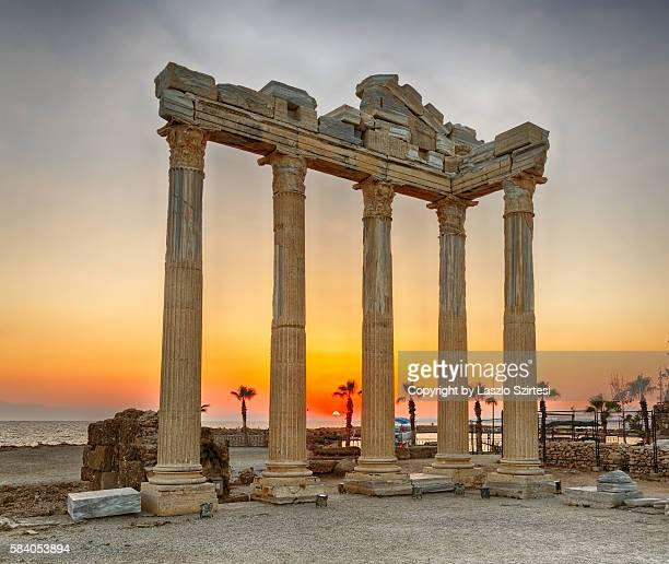 ruins of the antic side - naxos stockfoto's en -beelden