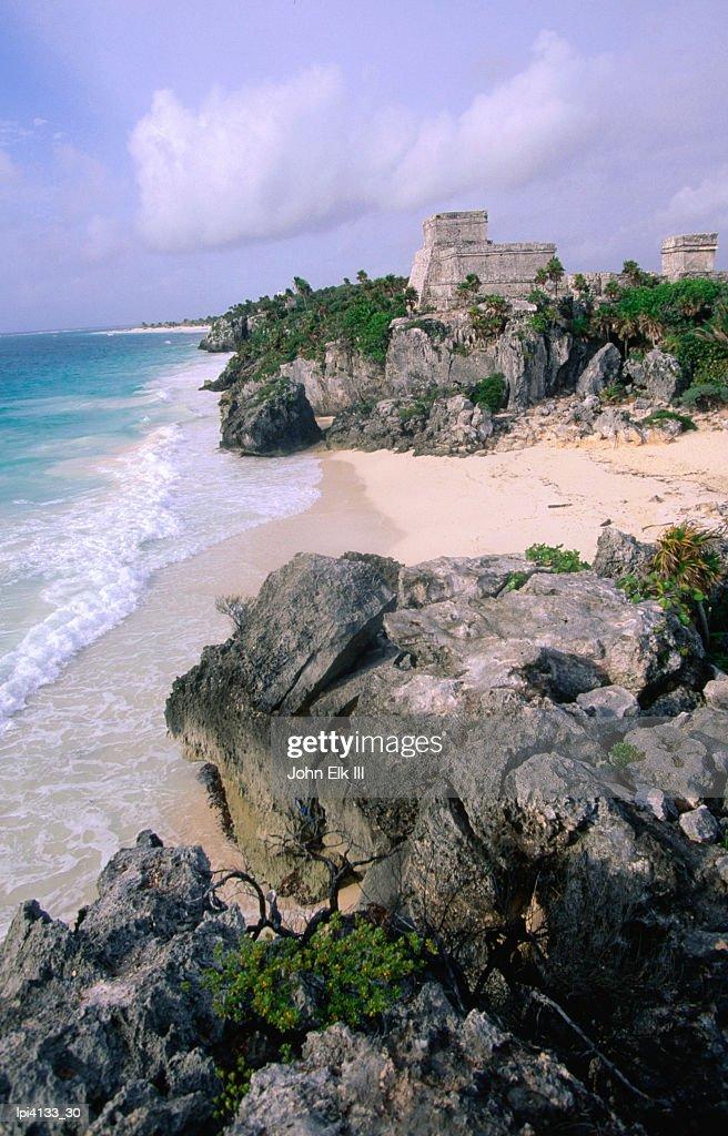 Ruins of The Castle (El Castillo) on the Caribbean coastline, Tulum, Mexico : Bildbanksbilder