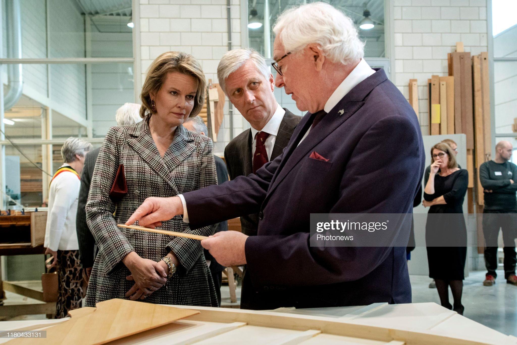 ruiselede-belgium-november-6-2019-bezoek-aan-pianos-maene-visite-picture-id1180433131