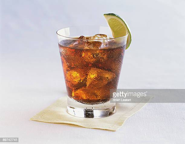 rum and cola with lime wedge - rum stock pictures, royalty-free photos & images