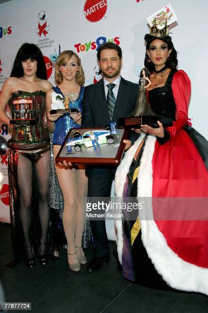 Rumer Willis Andrea Bowen Jason Priestly and Terry Hatcher pose at the 2007 Dream Halloween Under The Big Top hosted by Jaime Lee Curtis to benefit...