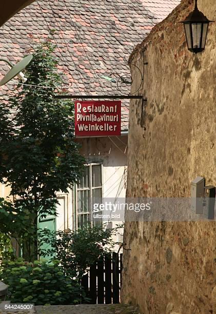 Rumänien Sibiu deutschrumänisches zweisprachiges Schild in der Altstadt