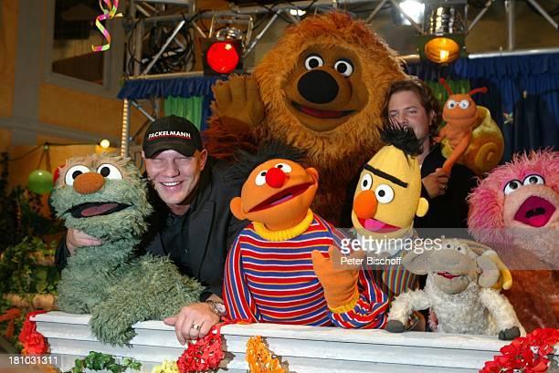 Rumpel Axel Schulz Ernie Samson Bert Nils mit Finchen Wolle Tiffy Festakt 30 Geburtstag der Sesamstrasse ARD Hamburg Puppen Mütze