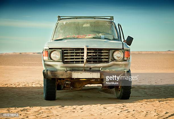 run down 4x4 in libyan desert - beaten up stock pictures, royalty-free photos & images