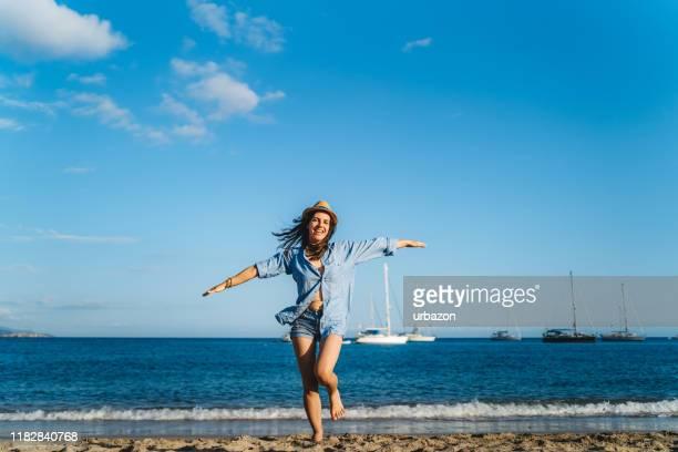 run of joy op het strand - human arm stockfoto's en -beelden