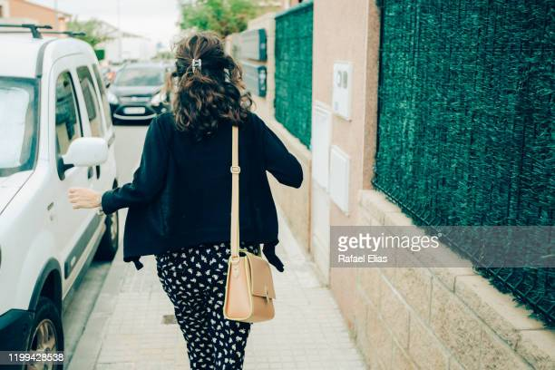 runaway woman - safety american football player stock pictures, royalty-free photos & images