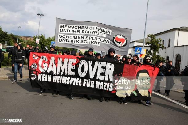 Rund 400 Menschen sind am in der sächsischen Kleinstadt Wurzen auf die Straße gegangen um gegen Rassismus und Neonazis zu demonstrieren Wurzen und...