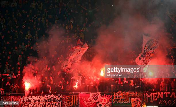 2 Runde Saison 2012/2013 Fans Dynamo Dresden Fankurve Rauch Qualm Pyrotechnik Bengalos bengalische Feuer Randale Hannover 96 Dynamo Dresden Sport...