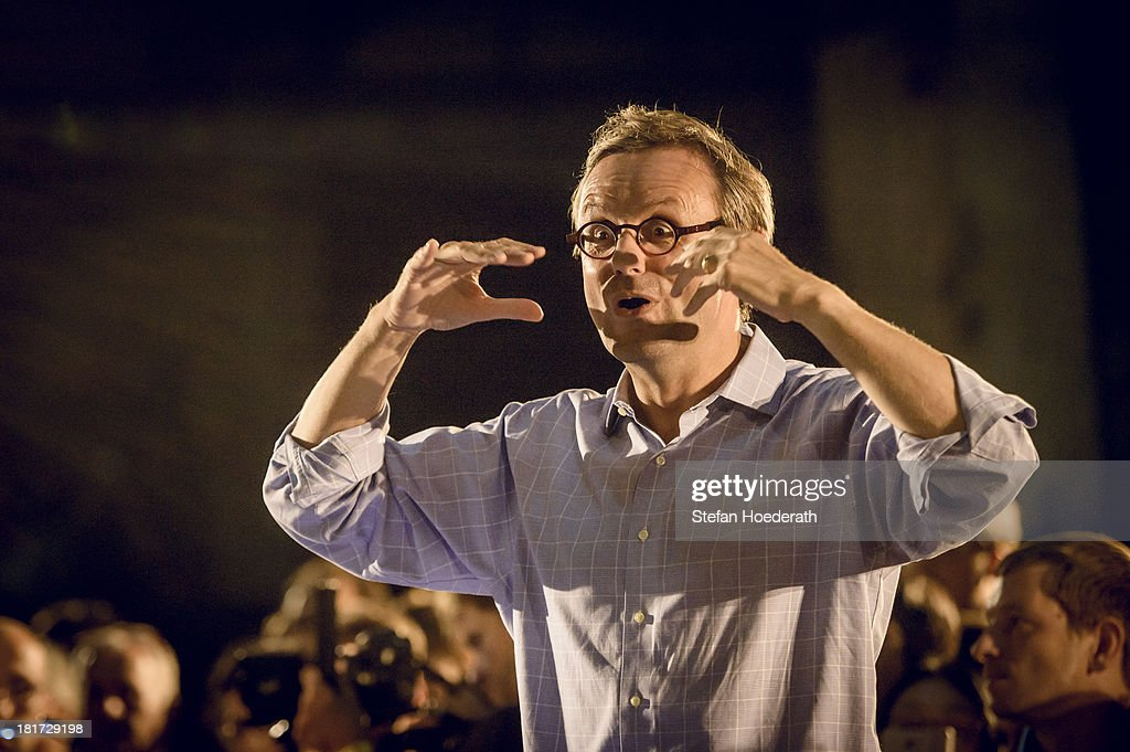 Rundfunkchor Berlin conducted by Simon Halsey performs live