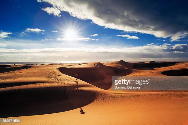 runner across desert - grand canary stock pictures, royalty-free photos & images