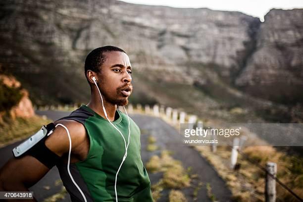 Runner respiração enquanto estiver a fazer uma pausa de Exercício