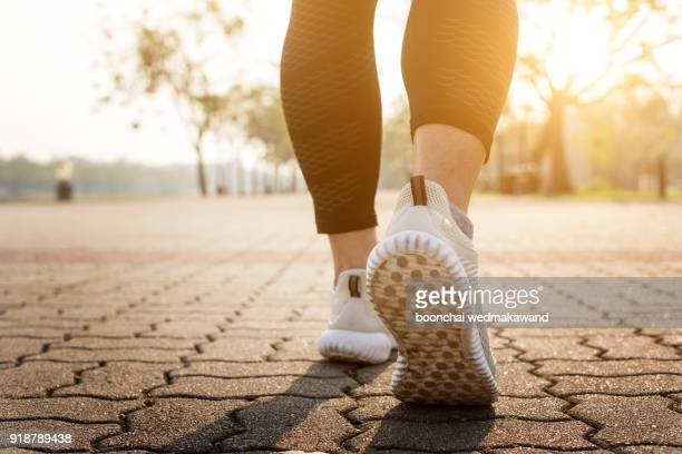 runner feet running on road closeup on shoe. - marcher photos et images de collection