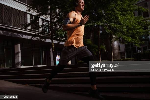 runner in a city - スプリント競技 ストックフォトと画像