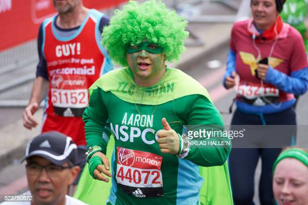 A runner in fancy dress takes part in the 2016 London Marathon in central London on April 24 2016 / AFP / NIKLAS HALLE'N