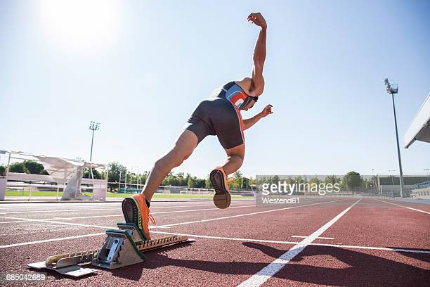 runner on tartan track starting - beginnings stock pictures, royalty-free photos & images