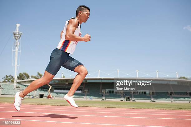 runner in corsa - atleta di atletica leggera foto e immagini stock
