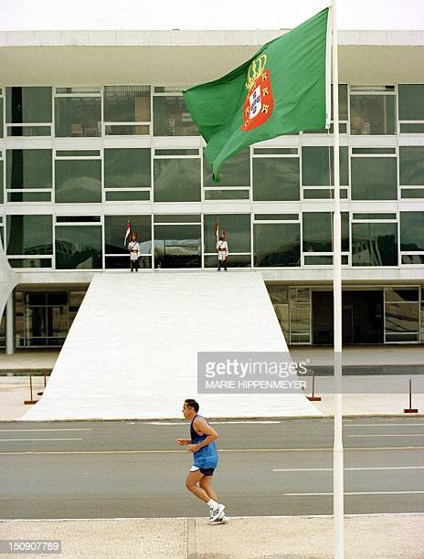 Runner passes 01 January by Planalto Palace's gate where later in the day Brazilian President Fernando Henrique Cardoso will be inaugurated and begin...