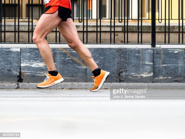 runner running fast in a career marathon for the city. - 人の脚 ストックフォトと画像