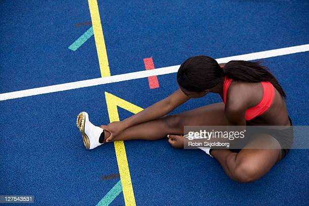 runner stretching on track - robin skjoldborg stock pictures, royalty-free photos & images
