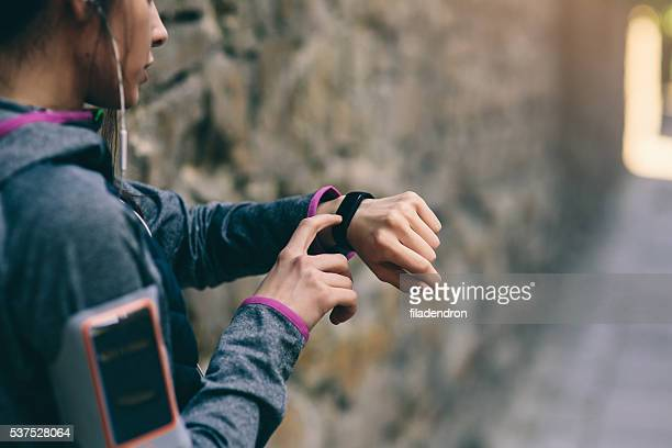 runner using smart watch - armband stock pictures, royalty-free photos & images