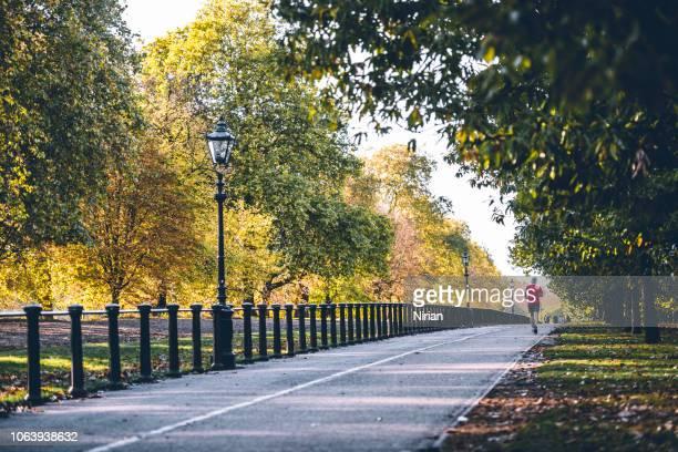 ランナー、消失点 - ロンドン ハイドパーク ストックフォトと画像