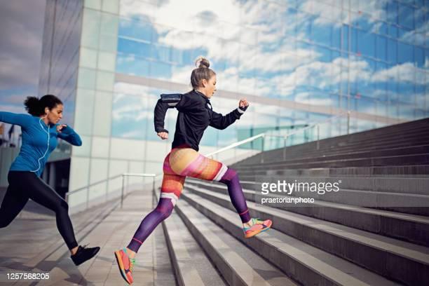 runner women are sprinting in a competition - sprint imagens e fotografias de stock