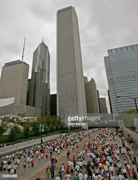 Runners begin the 2005 LaSalle Bank Chicago Marathon October 9 in Chicago Illinois Kenyan Felix Limo won the race followed by fellow Kenyans Benjamin...
