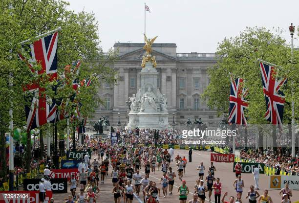 Runners come down The Mall in front of Buckingham Palace to the finish during the Flora London Marathon 2007 on April 22 2007 in London England