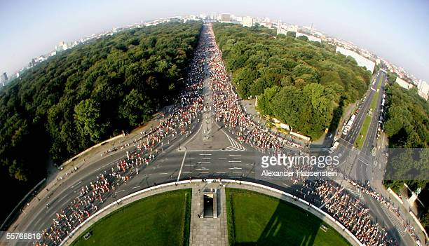 Runners compete on the 'Strasse des 17 Juni' during the Berlin Marathon 2005 on September 25 2005 in Berlin Germany