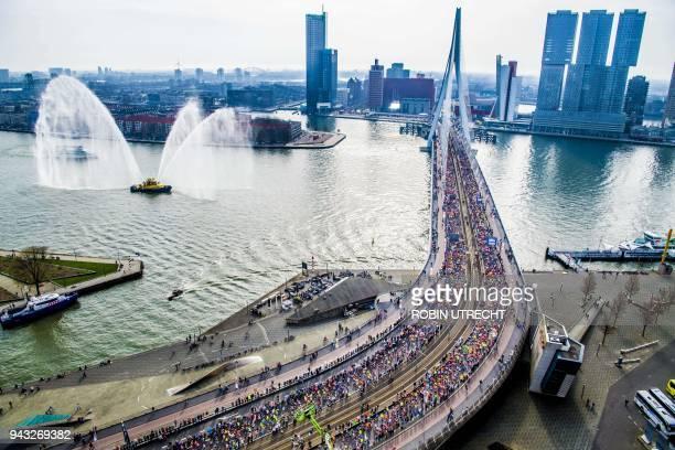 Runners cross the Erasmus bridge during 38th Rotterdam Marathon in Rotterdam, on April 8, 2018. / AFP PHOTO / ANP / Robin UTRECHT / Netherlands OUT