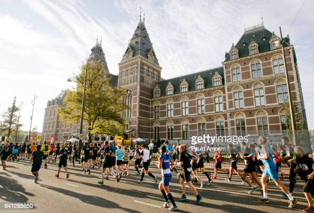 Runners in front of the Rijksmuseum in Amsterdam