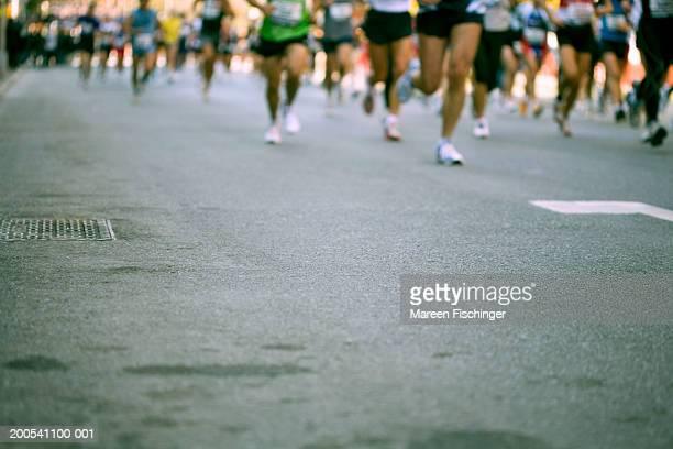 runners in the 2006 new york city marathon, low section - ニューヨークマラソン ストックフォトと画像
