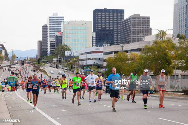 runners in the los angeles marathon - la marathon stock pictures, royalty-free photos & images