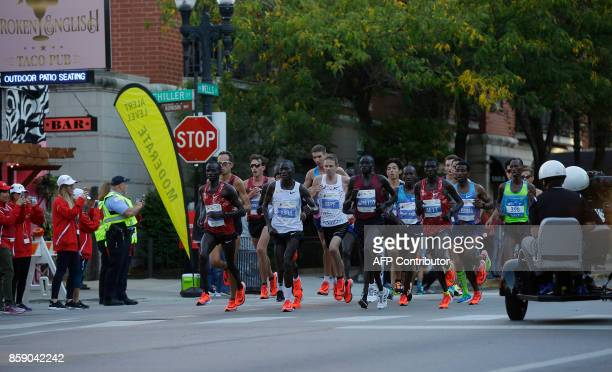 Runners participate in the Chicago Marathon on October 8 2017 in Chicago Illinois / AFP PHOTO / Joshua Lott