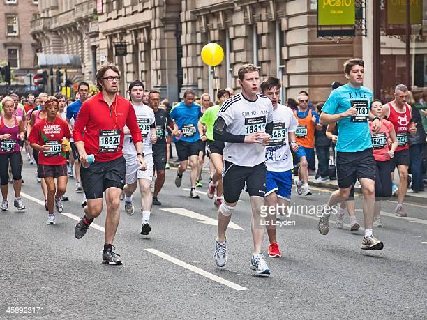 ランナーのランニングに参加している 2012 年なスコットランド - ハーフマラソン ストックフォトと画像