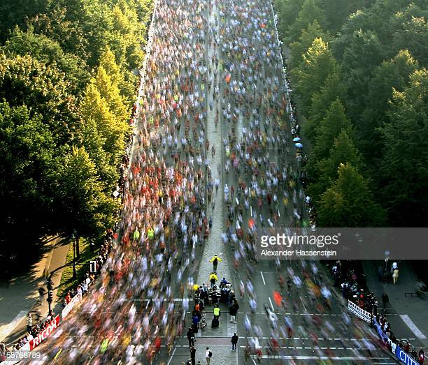 Runners pass along the 'Strasse des 17 Juni' during the Berlin Marathon 2005 on September 25 2005 in Berlin Germany