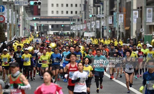Runners pass through the Ginza shopping district during the Tokyo Marathon in Tokyo on February 25 2018 / AFP PHOTO / Kazuhiro NOGI