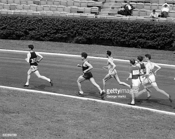 runners - siglo xx fotografías e imágenes de stock
