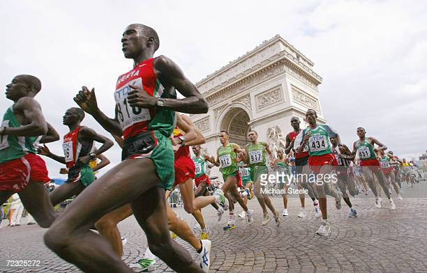 Runners run during the men's marathon final at the 9th IAAF World Athletics Championships August 30 2003 in Paris France