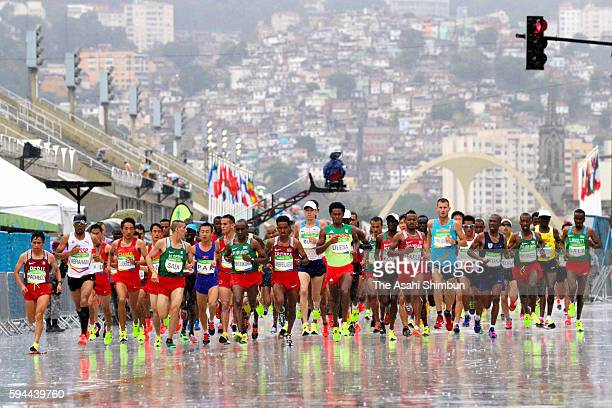 Runners start the Men's Marathon on Day 16 of the Rio 2016 Olympic Games at Sambodromo on August 21 2016 in Rio de Janeiro Brazil