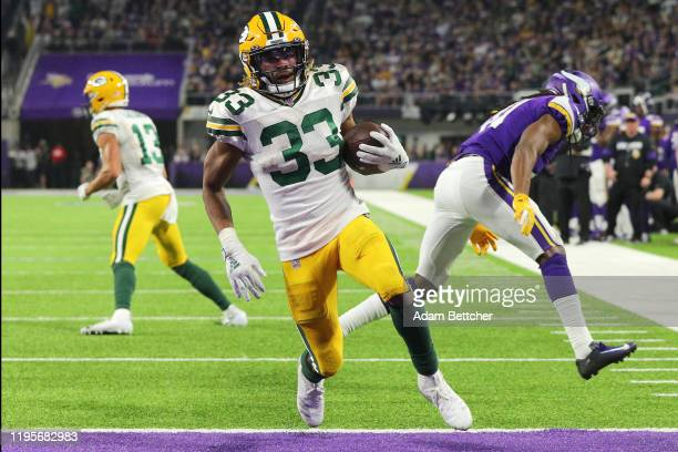 Running back Aaron Jones of the Green Bay Packers rushes fir a touchdown in the third quarter of the game against the Minnesota Vikings at US Bank...