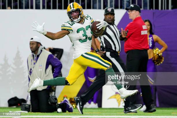 Running back Aaron Jones of the Green Bay Packers rushes for a touchdown in the fourth quarter of the game against the Minnesota Vikings at US Bank...