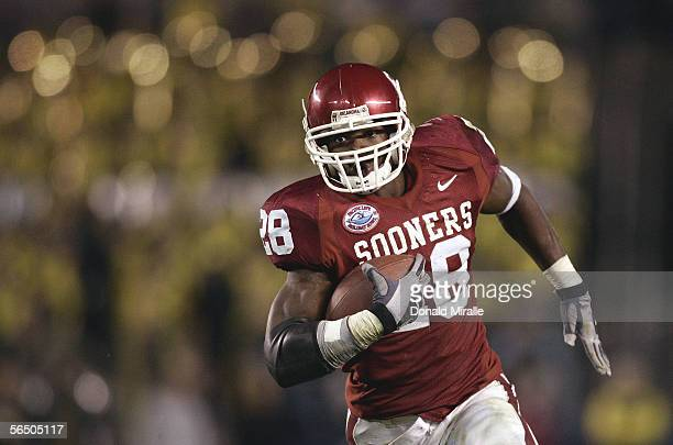 Running back Adrian Peterson of the Oklahoma Sooners runs for a gain against the Oregon Ducks during the Pacific Life Holiday Bowl on December 29,...