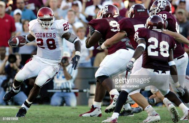 Running back Adrian Peterson of the University of Oklahoma Sooners runs the ball against the Texas AM University Aggies on November 6 2004 at Kyle...