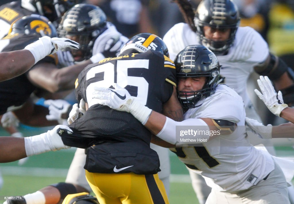 Running back Akrum Wadley #25 of the Iowa Hawkeyes rushes during the first quarter against linebacker Markus Bailey #21 of the Purdue Boilermakers on November 18, 2017 at Kinnick Stadium in Iowa City, Iowa.